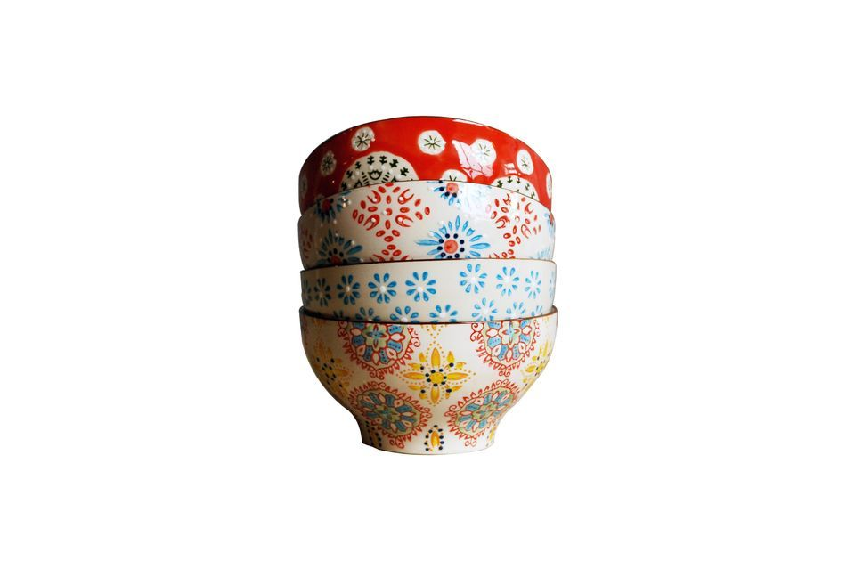 Put some colour on your table with these 4 ceramic bowls 9cm high and 16cm in diameter