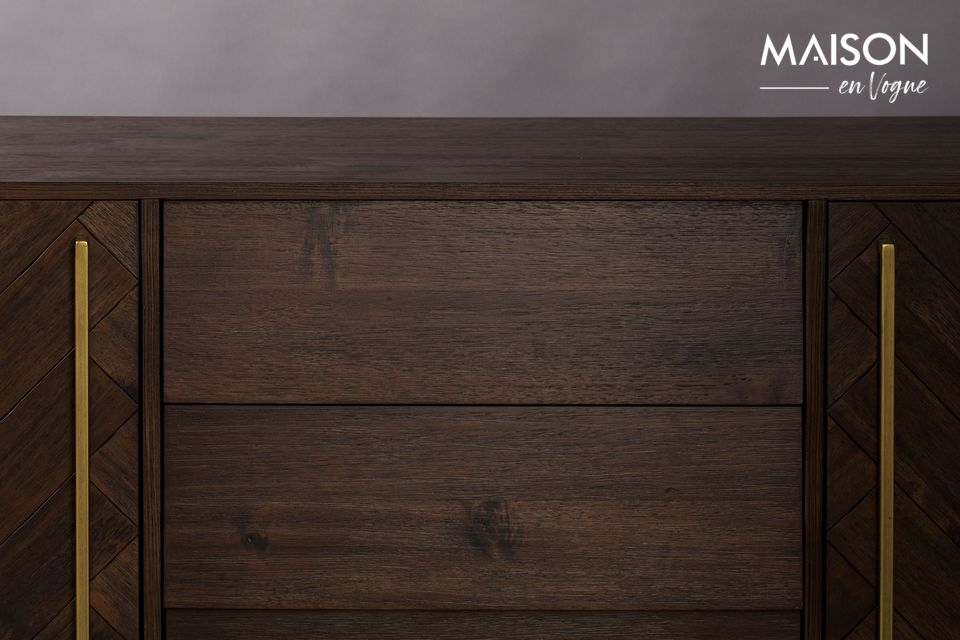 The sideboard has 3 central drawers and on each side 2 doors with chevron patterns on the wood