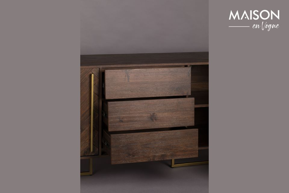 Pretty stain of the wood which harmonizes perfectly with the golden colour of the legs and handles