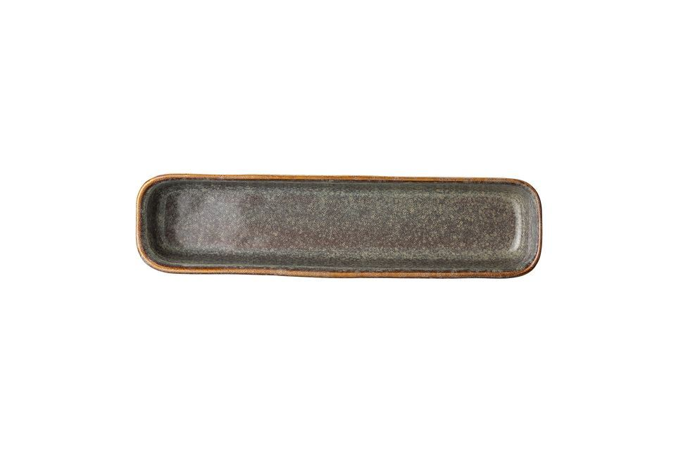 The Aime serving dish has been handcrafted in stoneware to offer you a unique piece