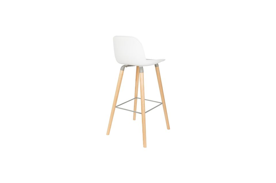 This high chair can support up to 140 kgs