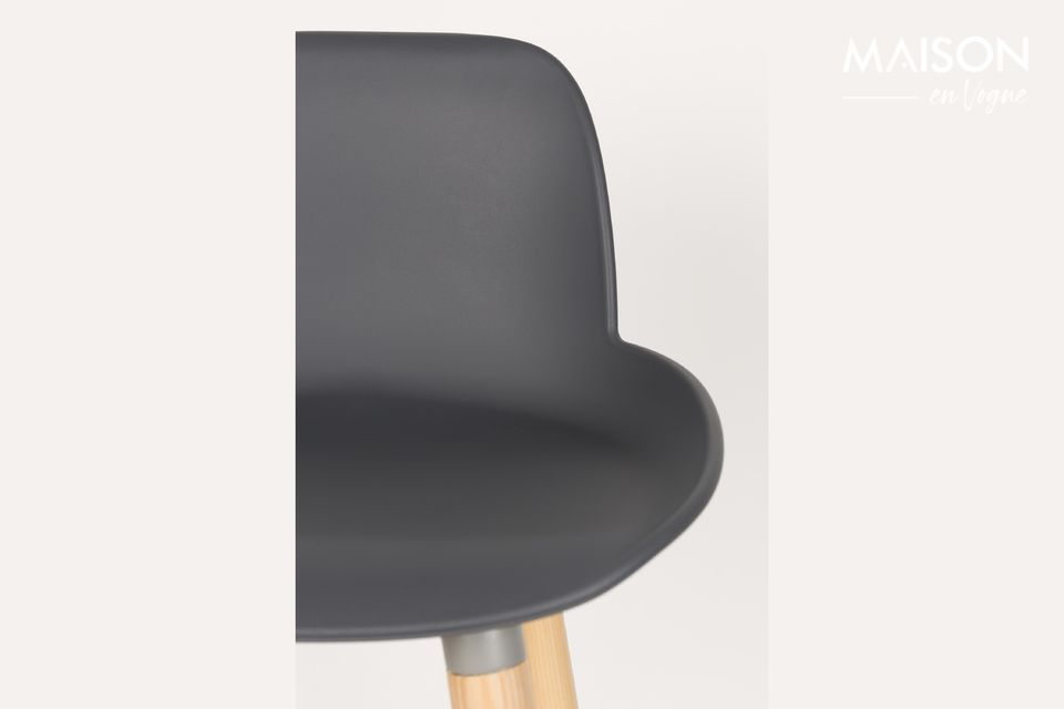 The dark grey Albert Kuip counter stool combines the authenticity of wood with a more modern-looking
