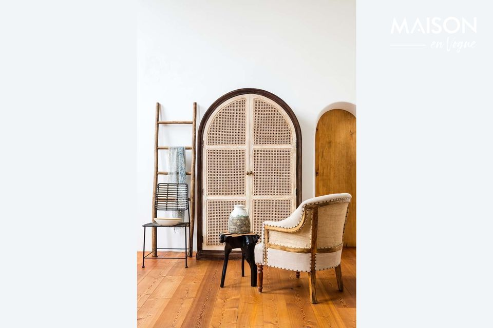 A useful, elegant and decorative ladder