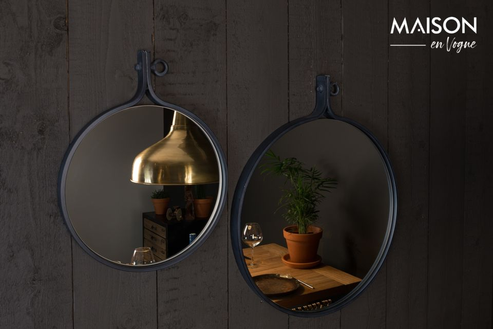 Dutchbone\'s Attractif \'24 mirror offers you the opportunity to opt for sobriety and simplicity of