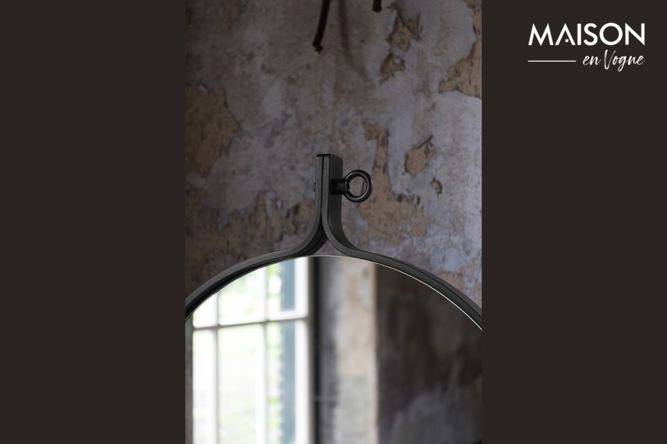 For a touch of style and elegance, we have added an industrial bolt at the top