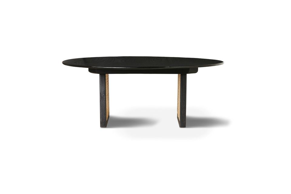 With this coffee table, the vegetable and natural fibre imposes its graphic and refined weave