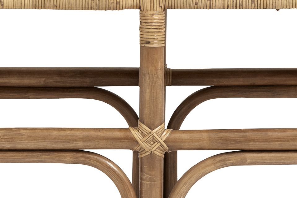 The encroachment of the bench is worked to bring a refined touch to the whole