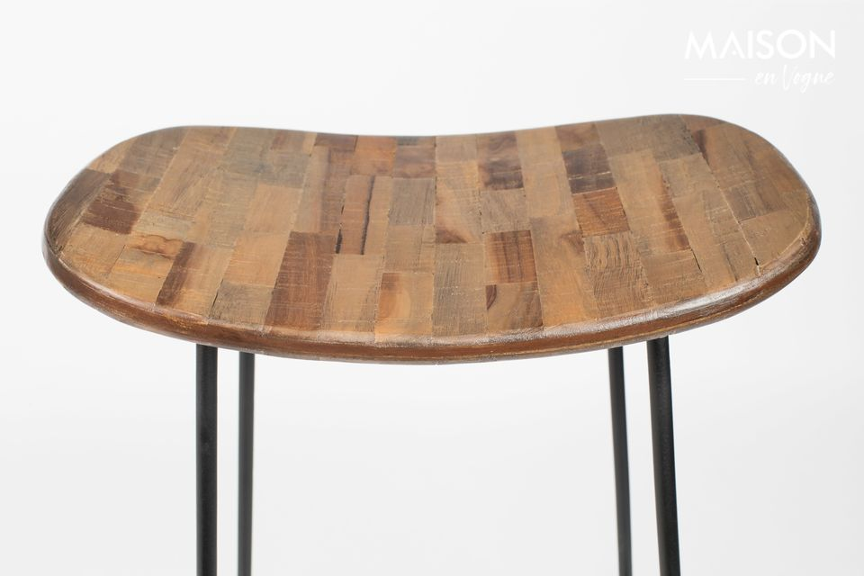 An elegant combination of steel and recycled teak