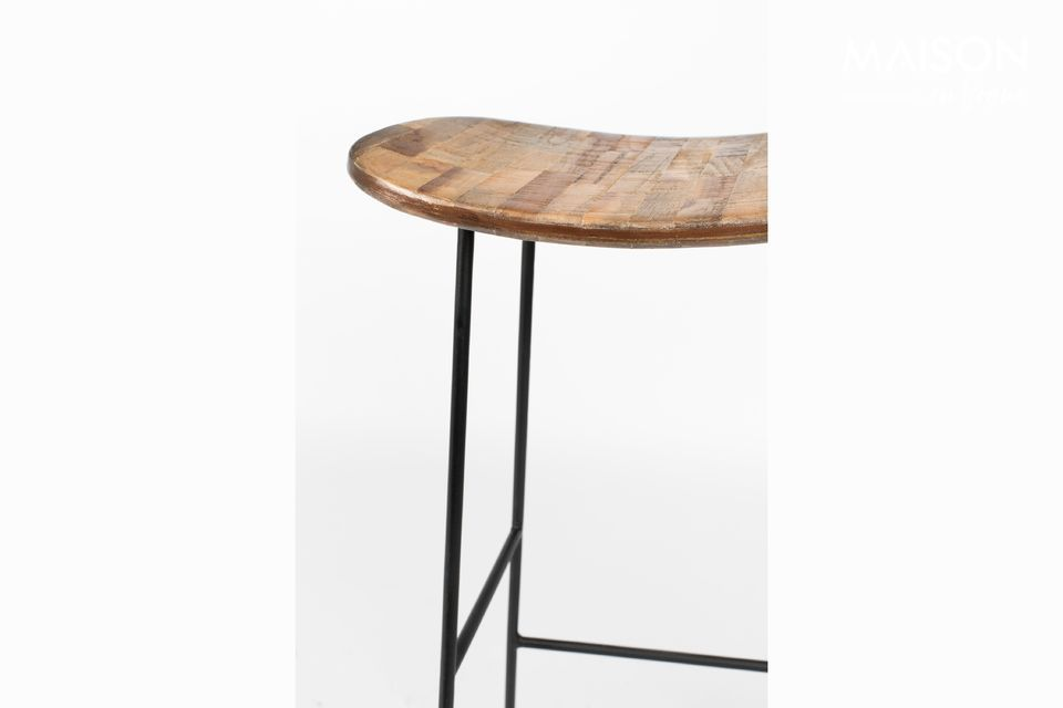 80 cm high and stable on its steel frame, the Tangle stool has a comfortable seat and a footrest