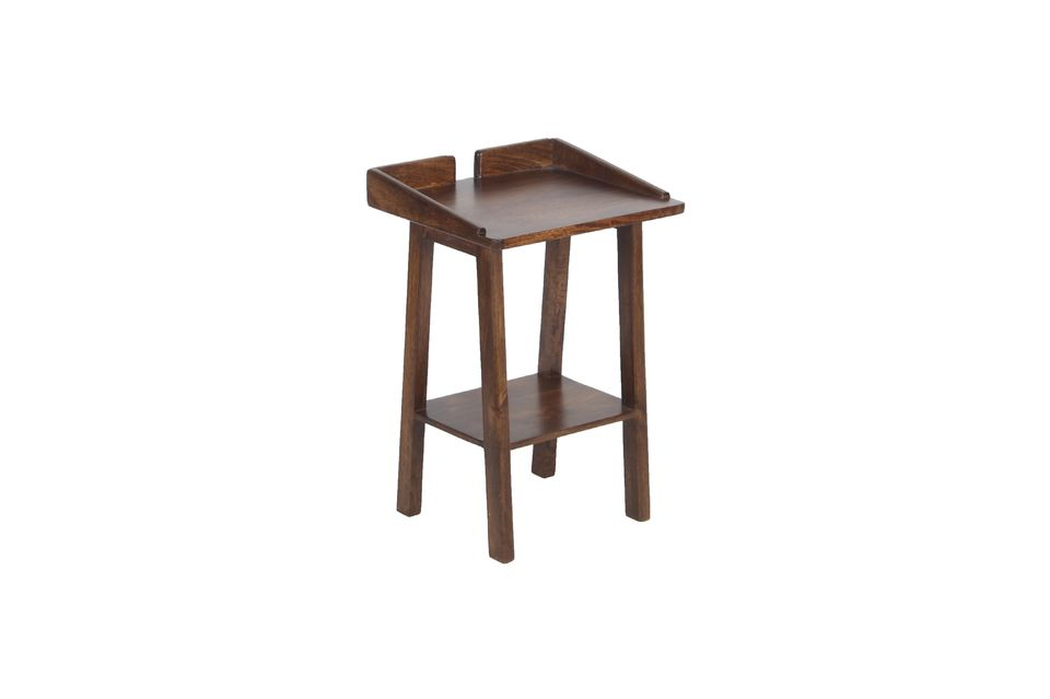 With its dark mango wood, this little essential piece of furniture brings a warm note