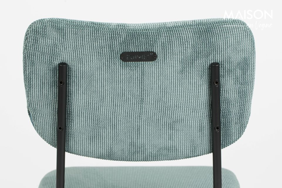 Its four legs, copying those of a chair, are decorated with rounded tips, like small stool shoes
