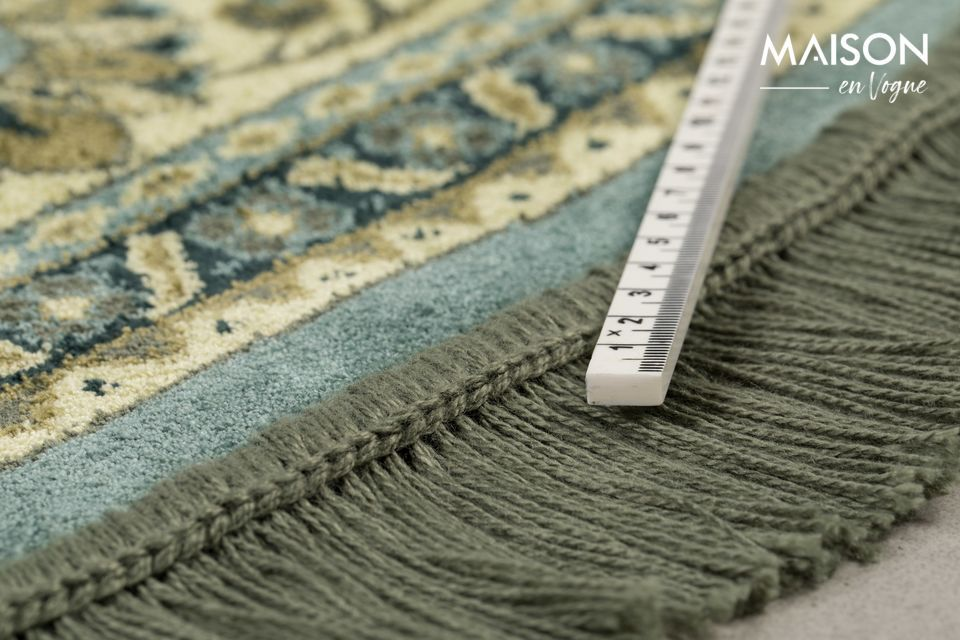 Machine woven with the most modern techniques, this carpet is made of cotton and polyester
