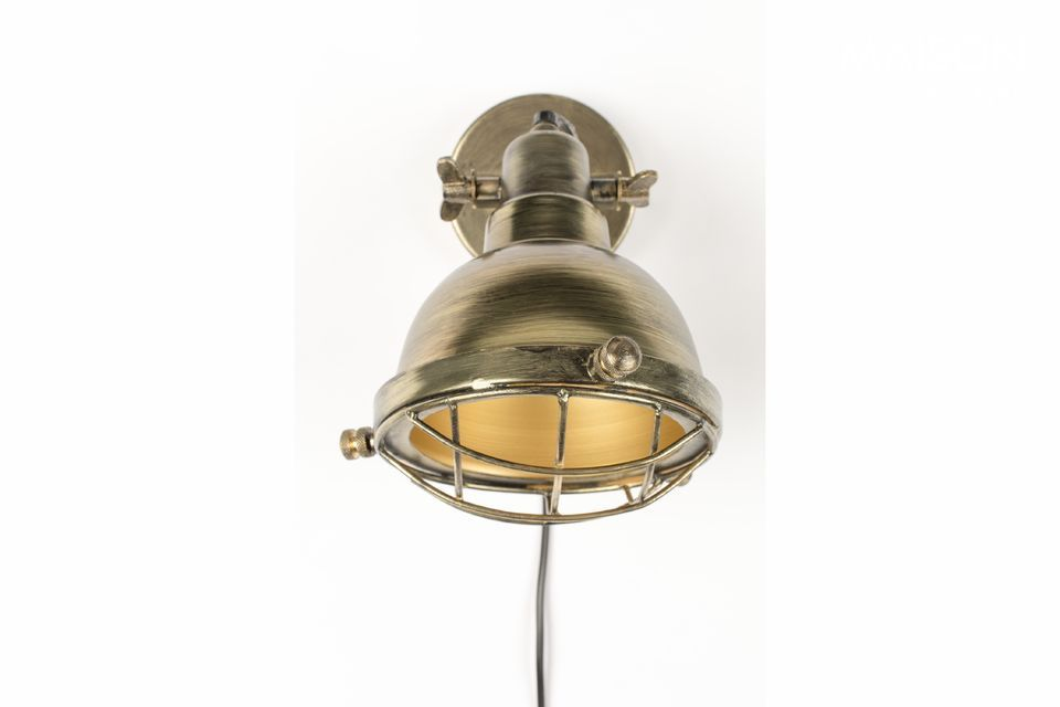 A retro sconce to embellish your walls