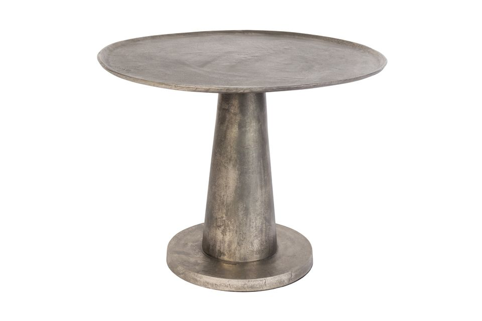 Install the Brute occasional table in the living room or on the veranda to share a convivial moment
