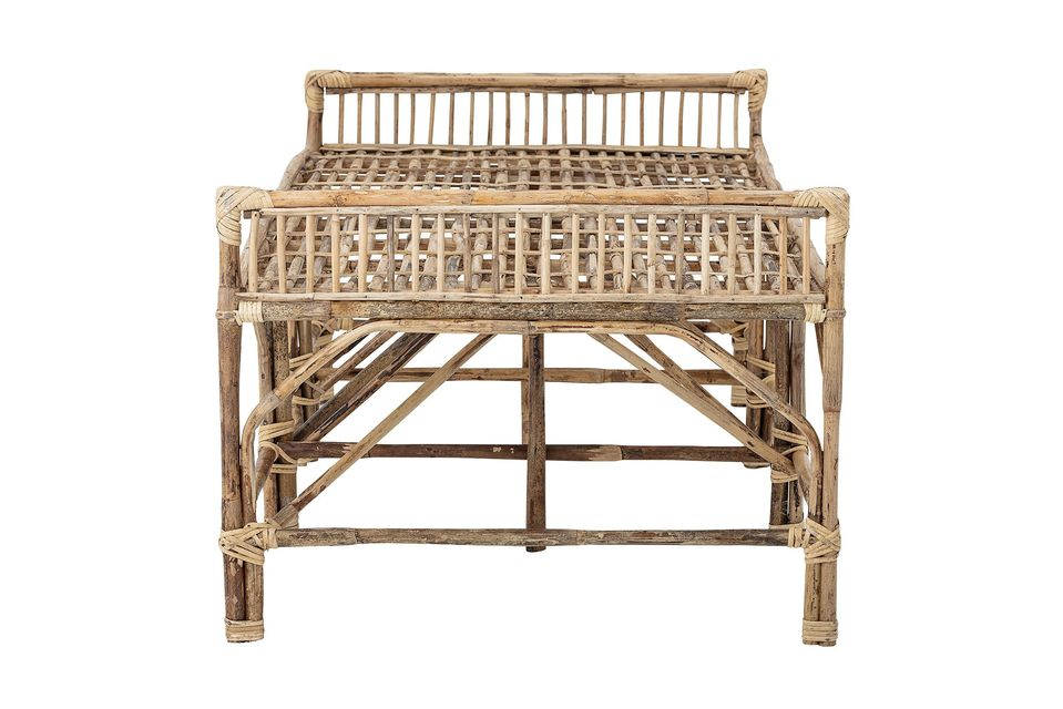 With this rattan bench