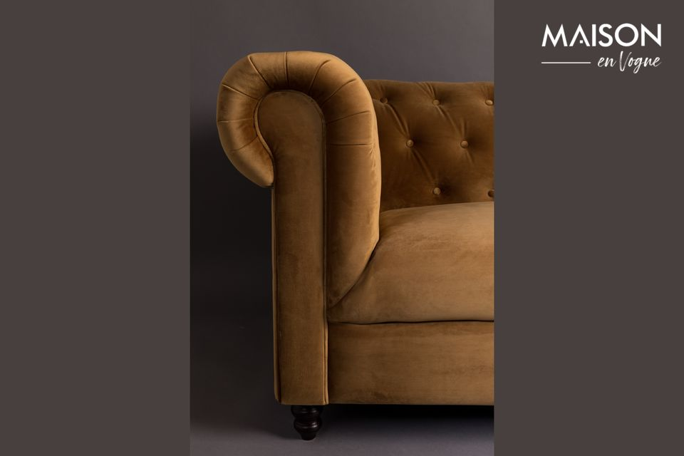 The Chester Velvet Gold Brown Sofa of the Dutchbone brand is inspired by the style of the 18th