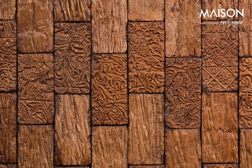 The front is made of two small wooden doors carved in a beautiful marquetry style