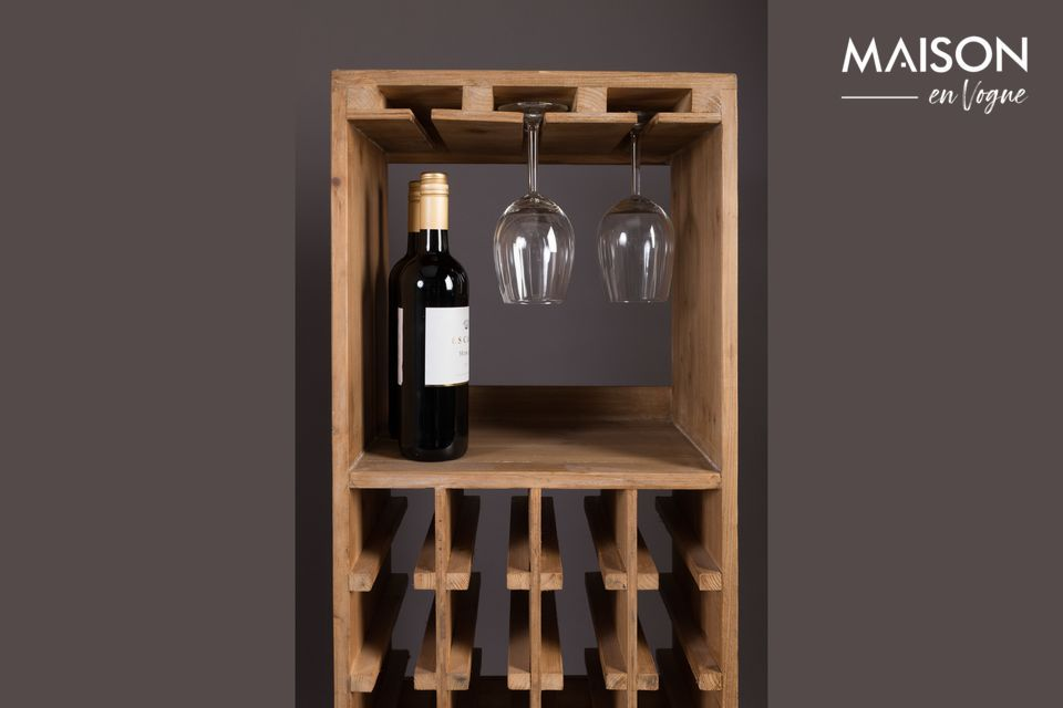 A clever and natural piece of furniture to appreciate at its true value a good tasting with friends