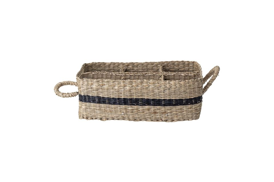 This rectangular sea rush basket will seduce you with its retro side and the chic touch of its black