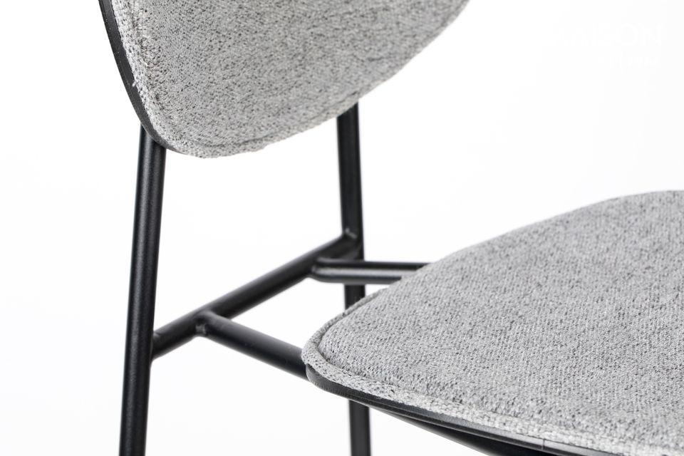 The foam density of 28 kg per m3 provides optimal comfort