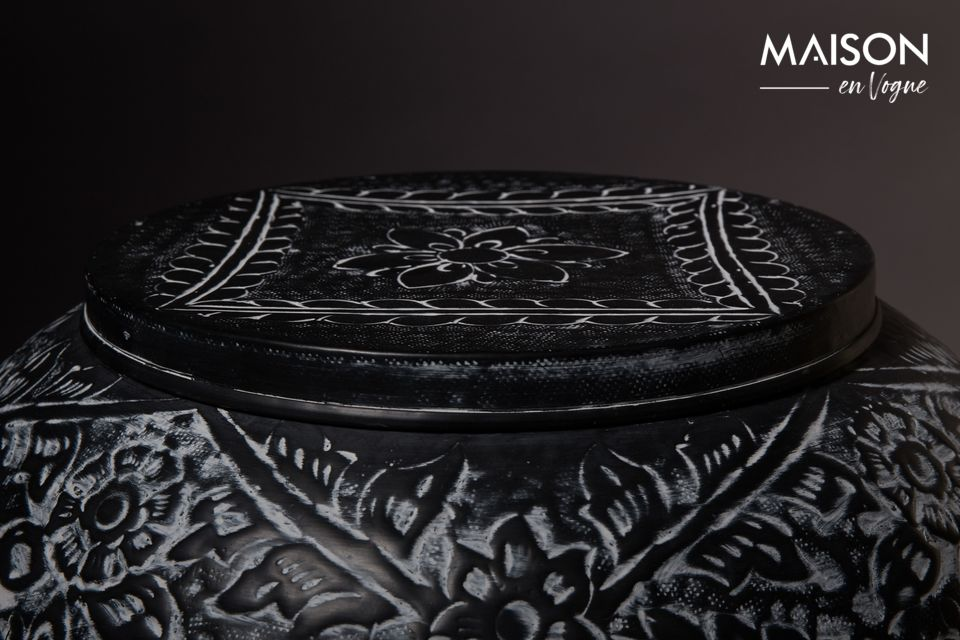 Its elegant table top represents a lid for placing decorative objects