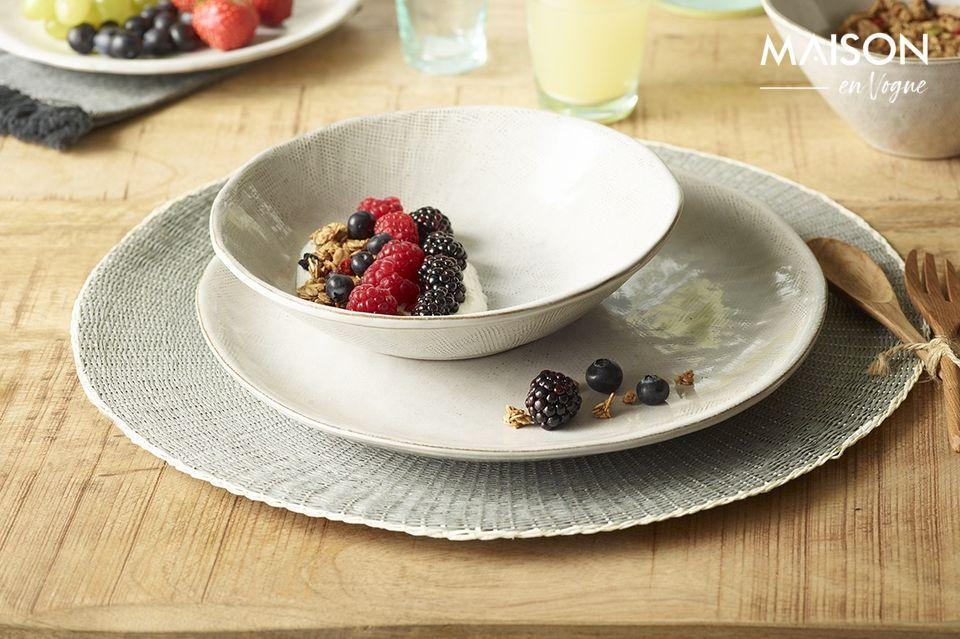 Decorate your dining room with the Eclat placemat and its elegant grey colour with bluish