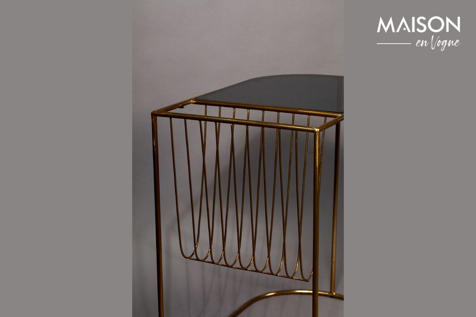 The black tempered glass top with rounded shapes ends with an elegant magazine rack in gold metal