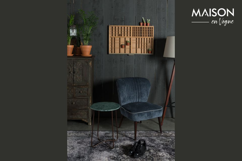 With its luxurious design, the Emerald side table is inspired by the chic of the fifties