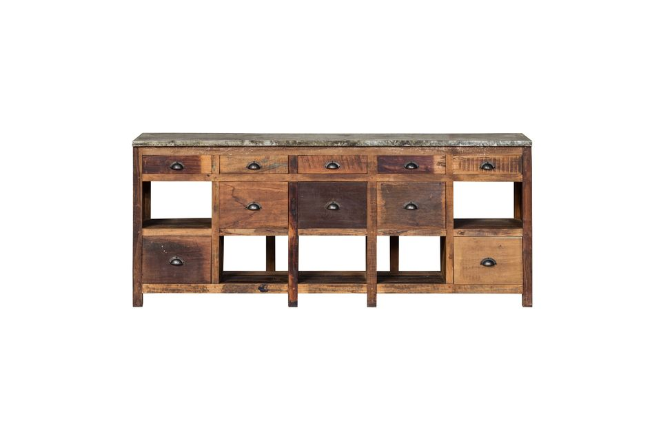 Made of recycled wood, it seems to come from a second-hand dealer who has brought it up to date