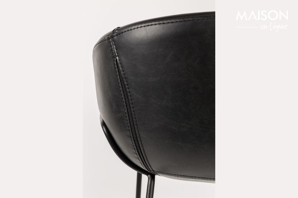 This stool can be combined with all styles of decorations