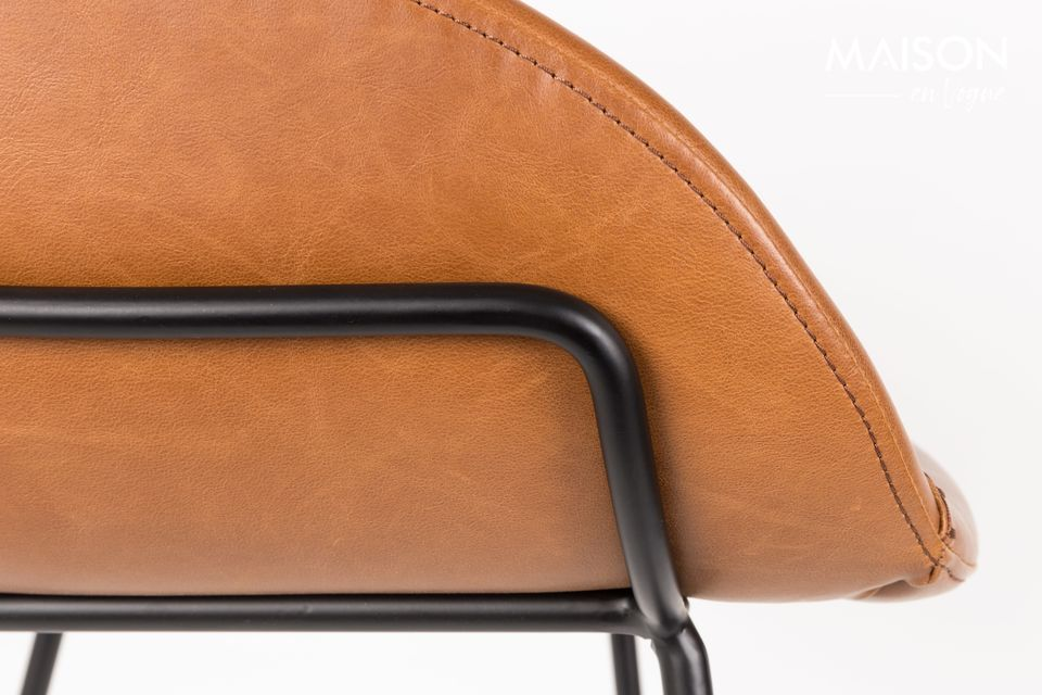 This stool can support up to 100 kgs