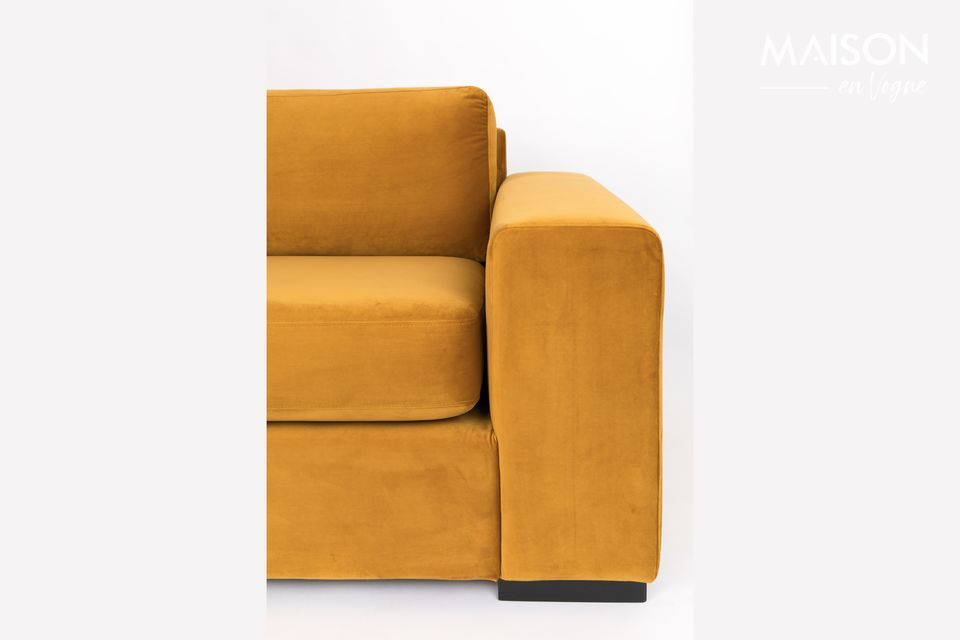 In the same way, its high armrests make it easy to relax your arms