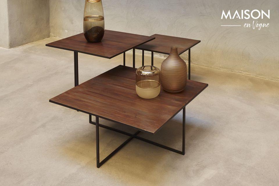It is a metallic square measuring 70 x 70 centimetres