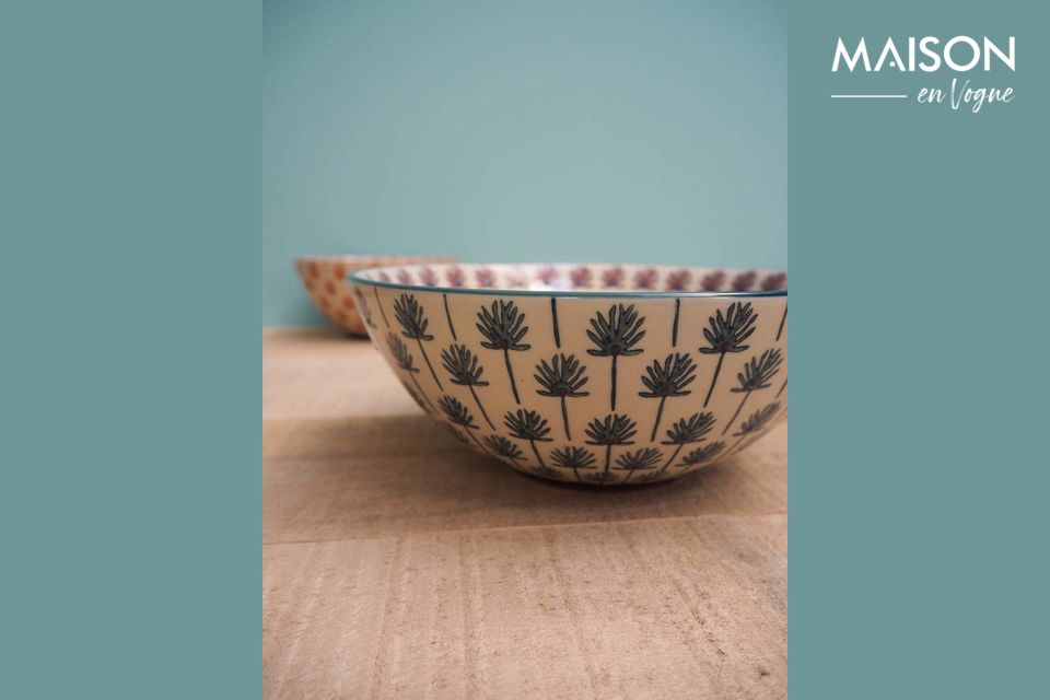 A pretty salad bowl with a timeless design