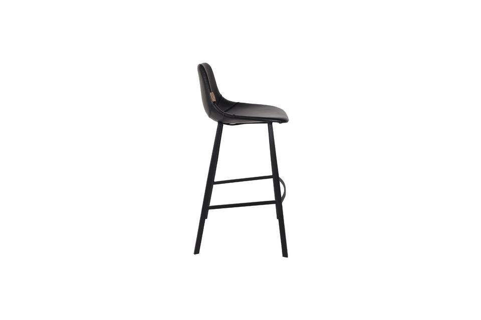 This Franky black bar stool is equipped with plastic footrests and an elegant chair with visible