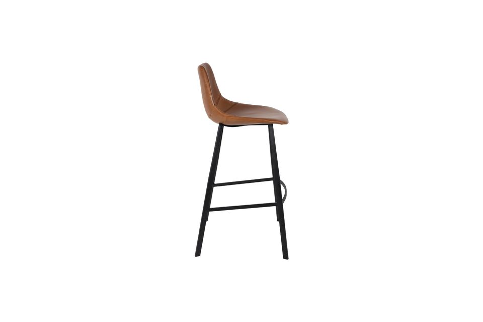 Enjoy this very comfortable model equipped with a seat with rounded lines and visible seams