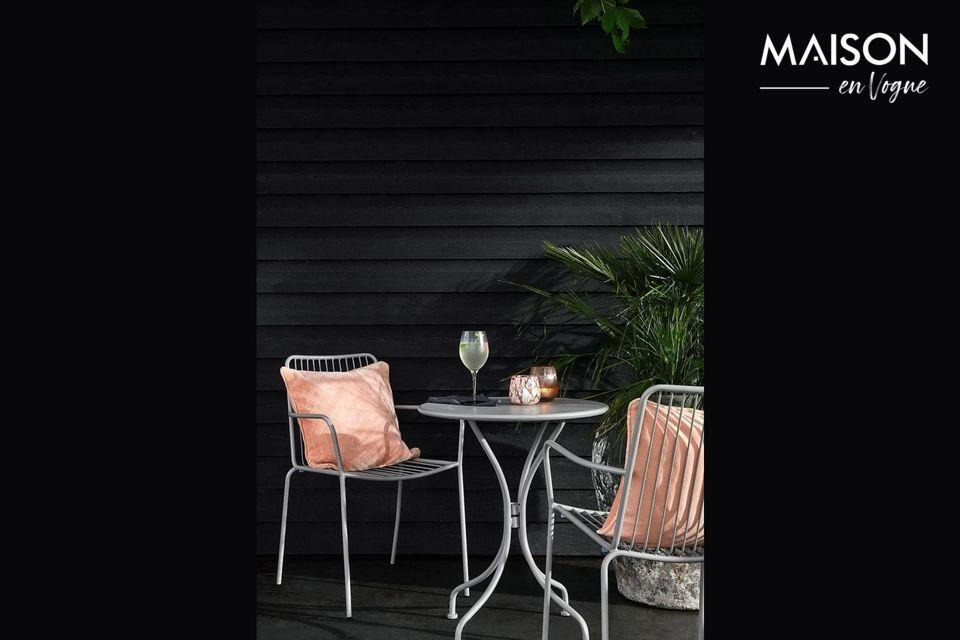 A round garden table for an elegant terrace