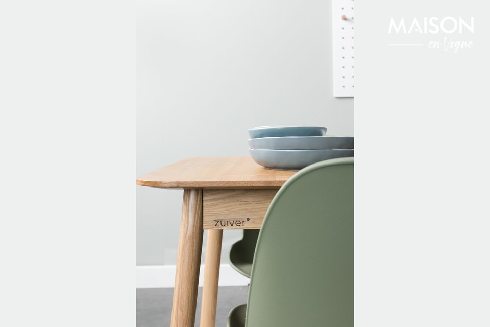 A practical and versatile dining table