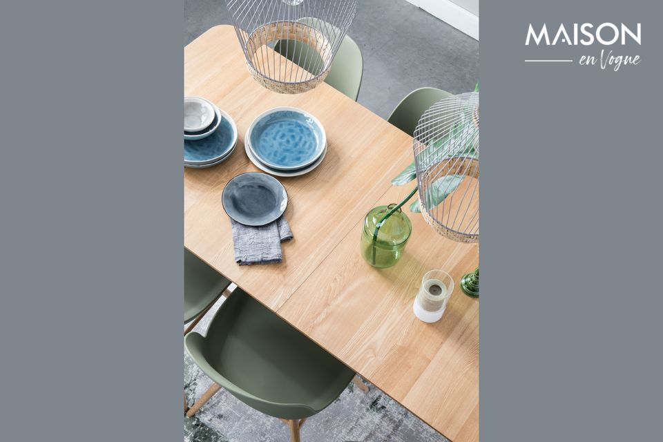 This Glimps 180/240x90 cm table in natural will easily adapt to your daily life