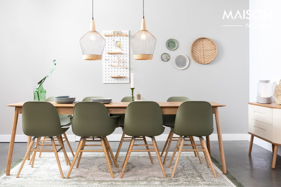 Its size of 180 cm by 90 cm is ideal for a nice dinner in a small group