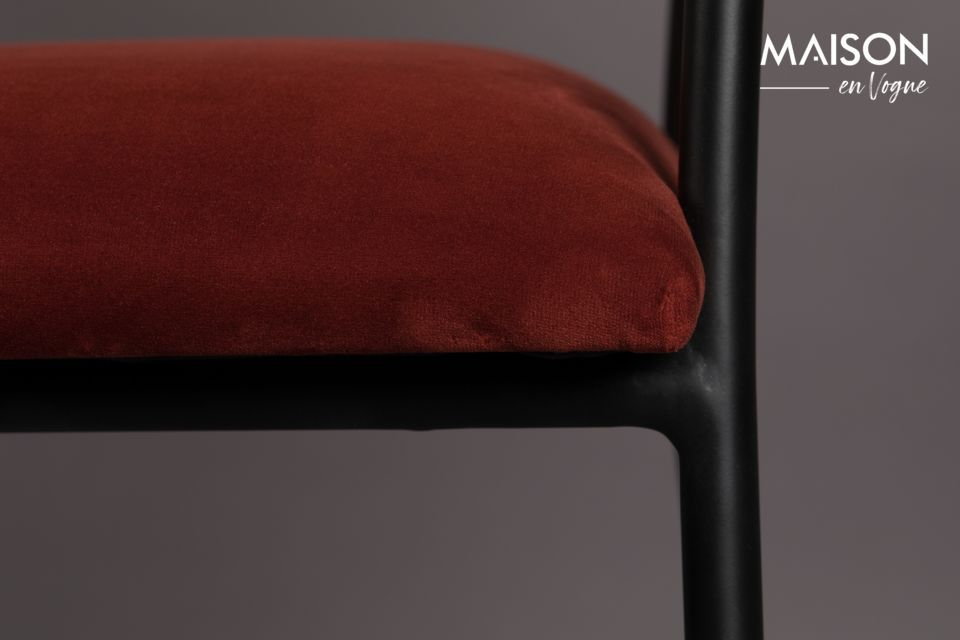 Equipped with armrests on a sturdy powder-coated steel frame