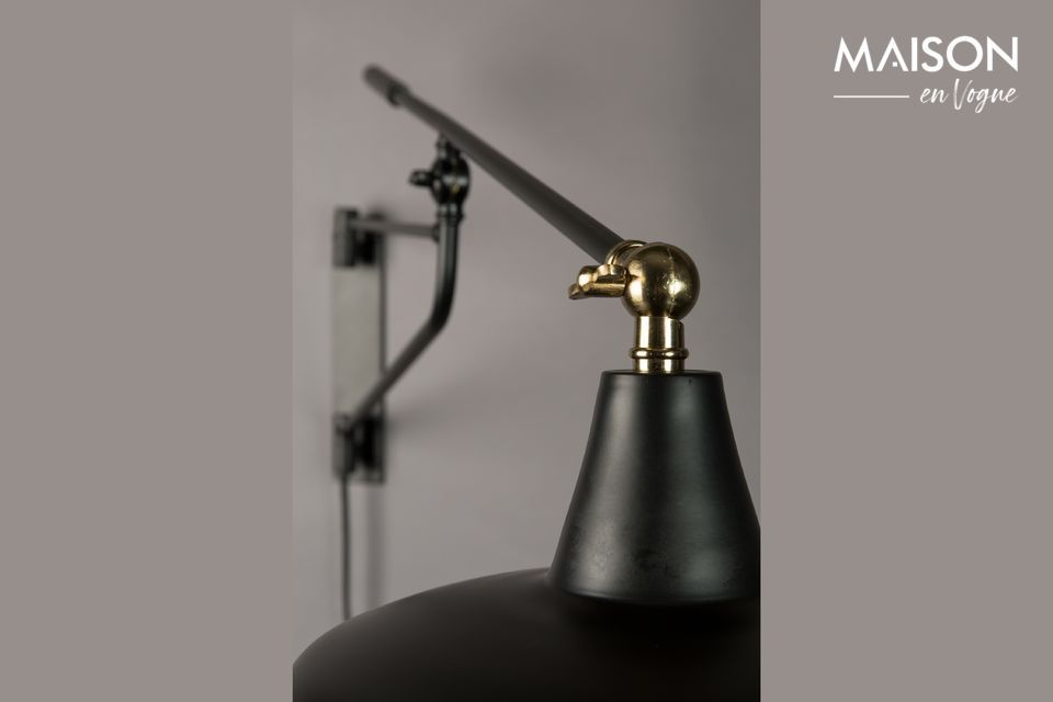Thanks to its adjustable lampshade and swivel arm, it will adapt to any situation