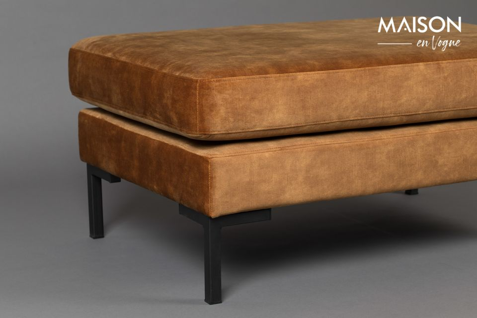 A combination of softness and pep, it is also spacious 94 x 64 x 44 cm
