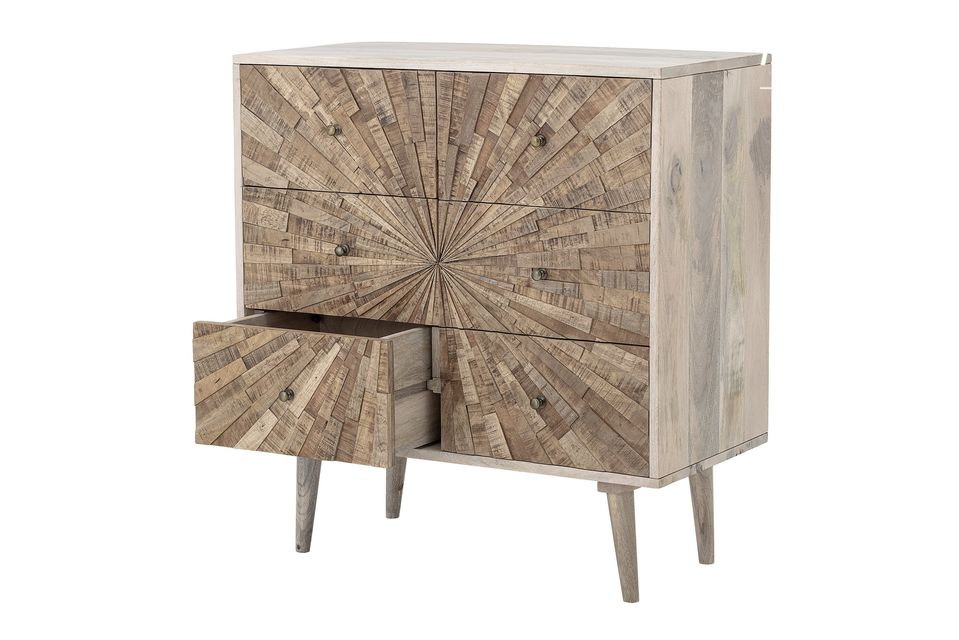 It will adapt as well to a retro environment thanks to its woody material as to a contemporary