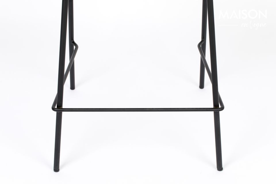 Sitting around a bar has never been so comfortable! A clever hybrid between a chair and a stool