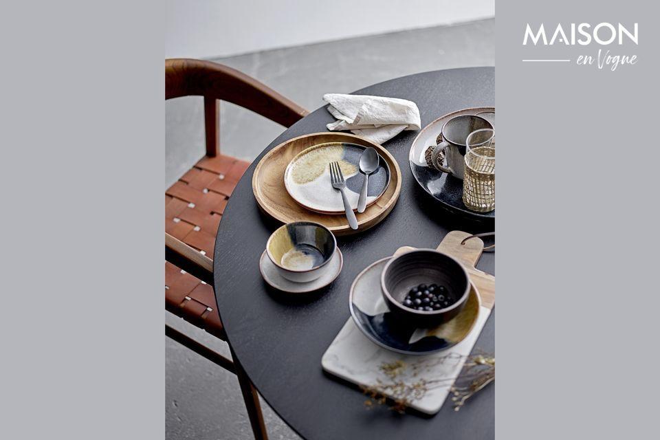 This superb stoneware Jules mug has a chic and stylish look