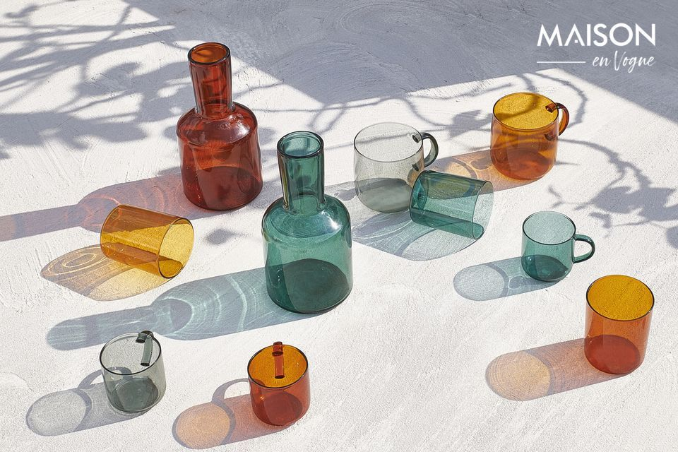 This original feature makes them modern pieces that revisit the classic design of tableware