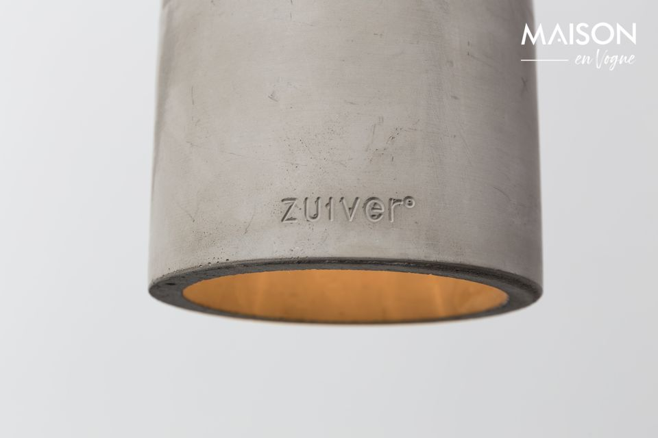 Its lampshade has indeed been designed in natural concrete