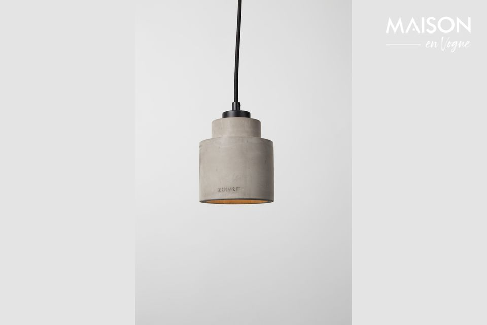 This small luminaire will discreetly modernize the interior