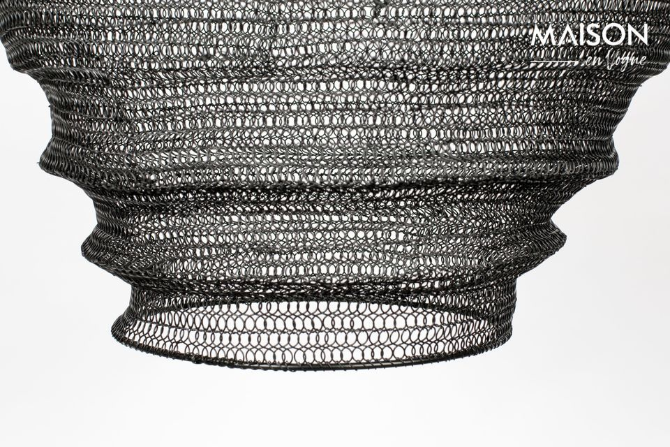 This suspension has a long PVC cable that reinforces the airy side of an object that looks like a